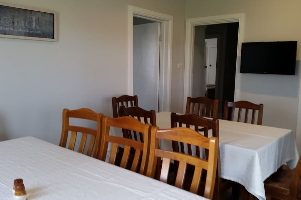 Kidston House dining room with smart tv, wifi