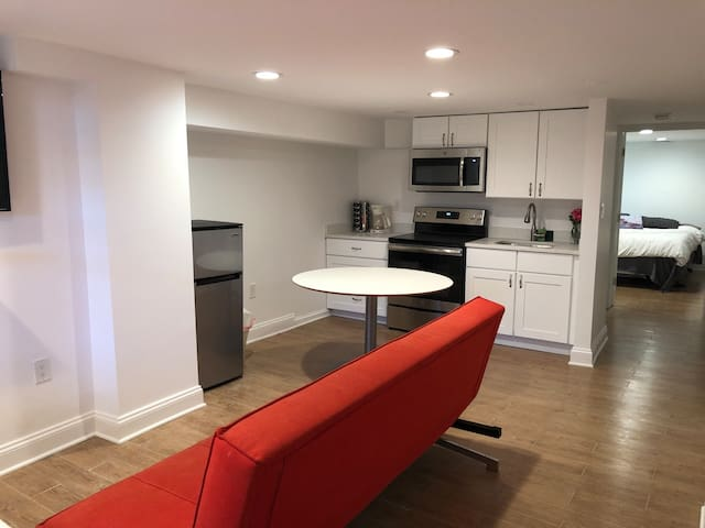 Perfect Home for Four in DC! Full kitchen!