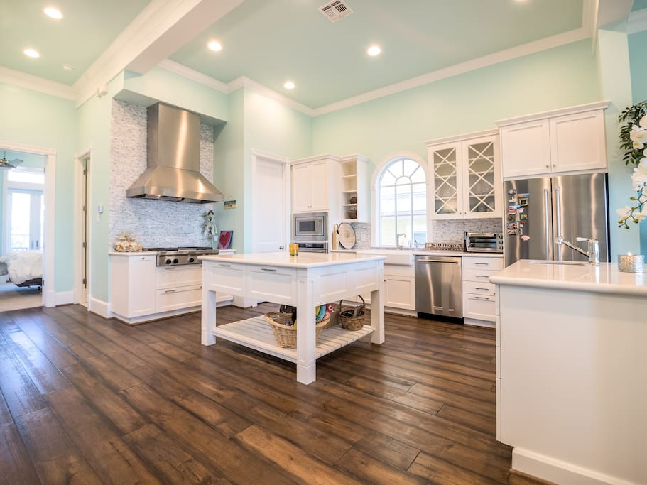 Brand new, fully equipped, chef dream kitchen with stainless steel appliances