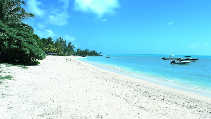 Miamba 5-Bedroom - On a well-sheltered beach