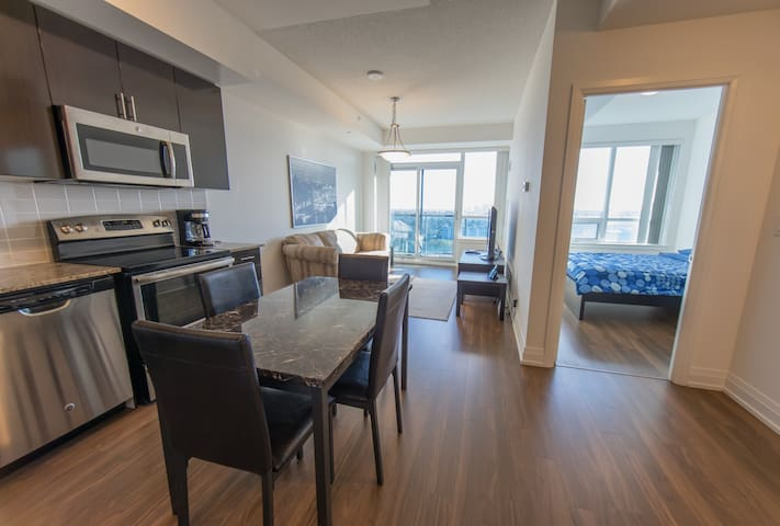 LUXURY CLEAN PENTHOUSE AT YONGE AND STEELES