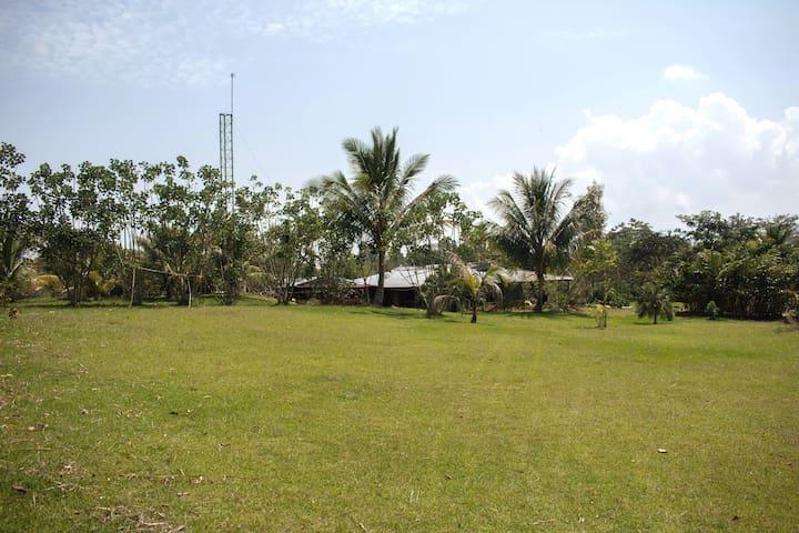 Habitación en casa de campo frente al lago