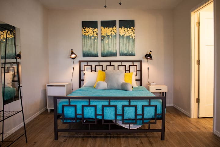 Queen size bed. Ceiling fan, heat and AC to accommodate any sleeping temperature.