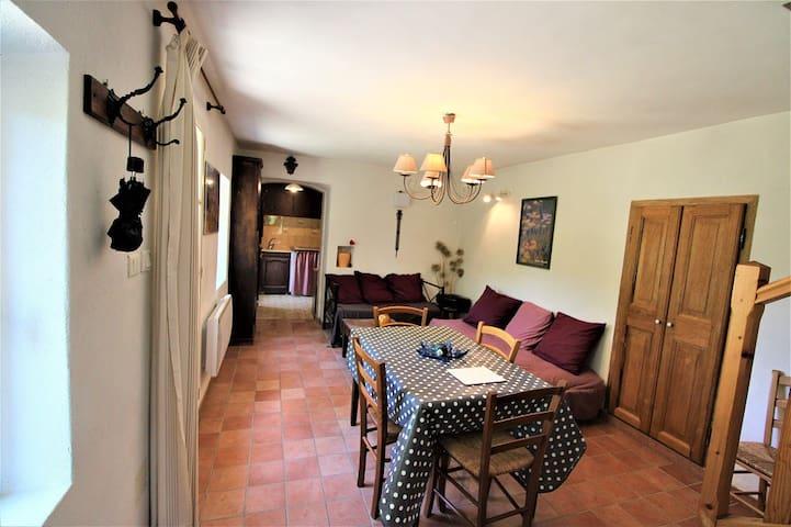 Charmante maison à Saignon, Luberon, à 5 km d'Apt