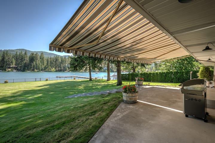 Majestic Riverfront Family Venue
