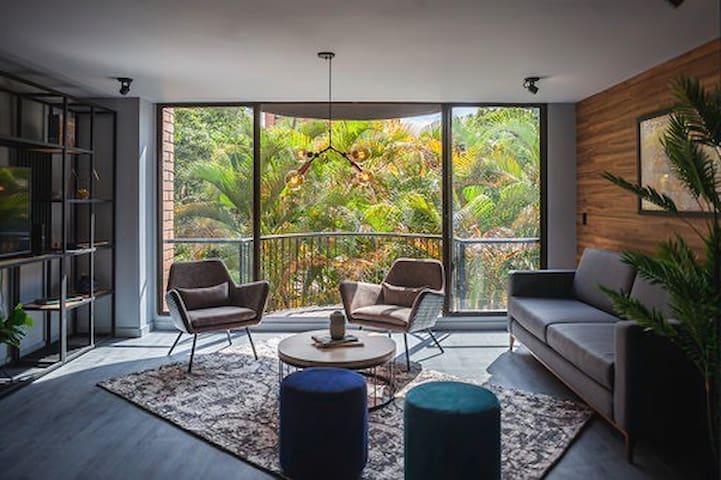 "Exquisite & spacious entire apartment ""El Condado"""