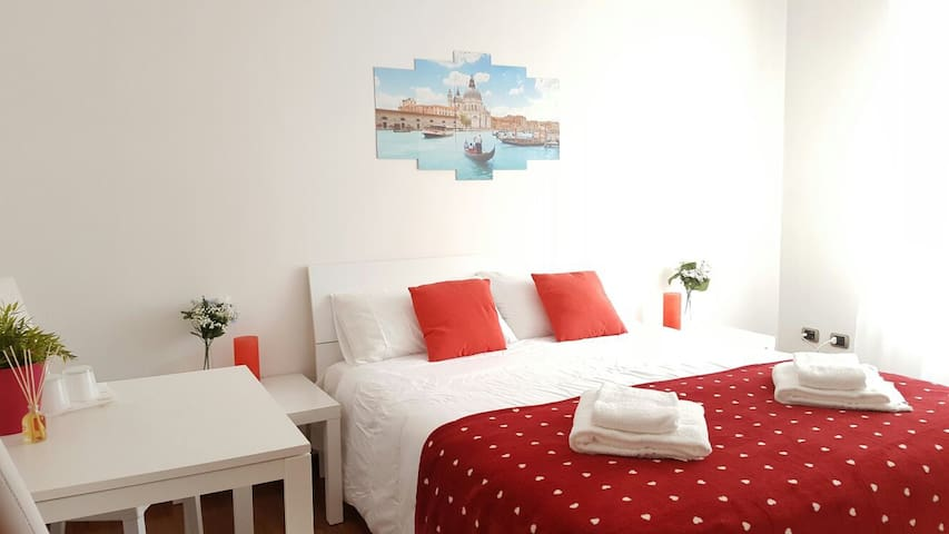 B&B BLUE VENICE red