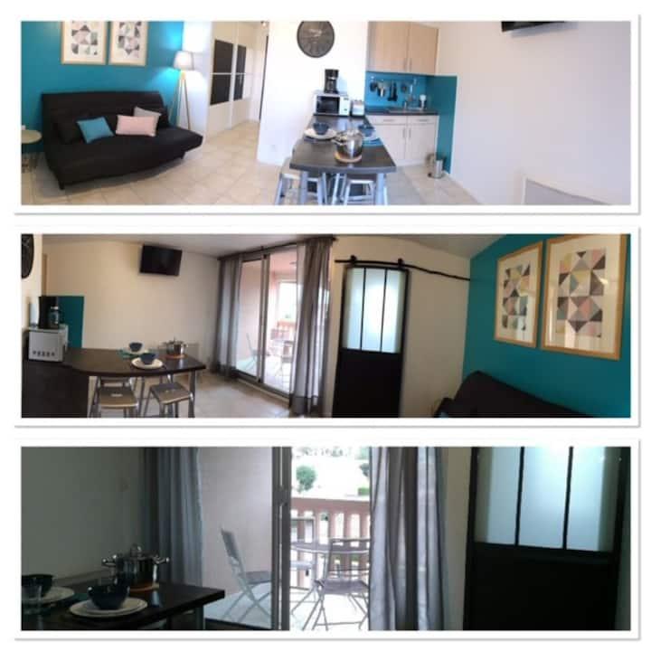 Studio/cabine rénové, clim, wifi, parking privé