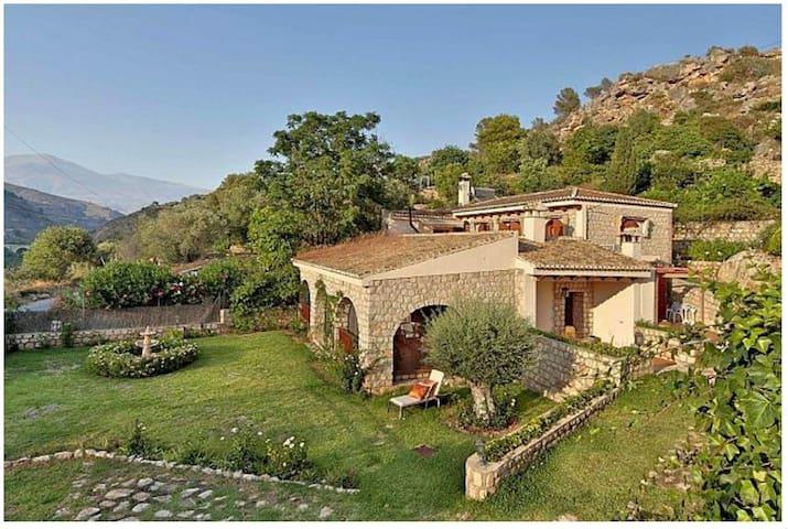 Casa de campo en Velez de Benaudalla (Granada)