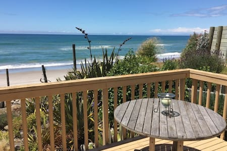 Beachfront Pukehina Apartment - Pukehina