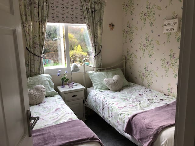 Lovely twin bed room with breakfast included
