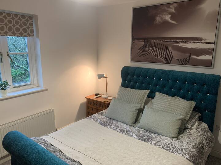 2 bedroom, spacious apartment near Swansea