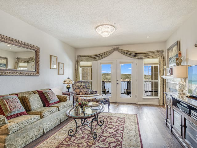 NEW Gorgeous upgrades -Connie's Elegant Villa