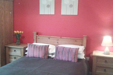 Quiet & spacious double bedroom - Tuam