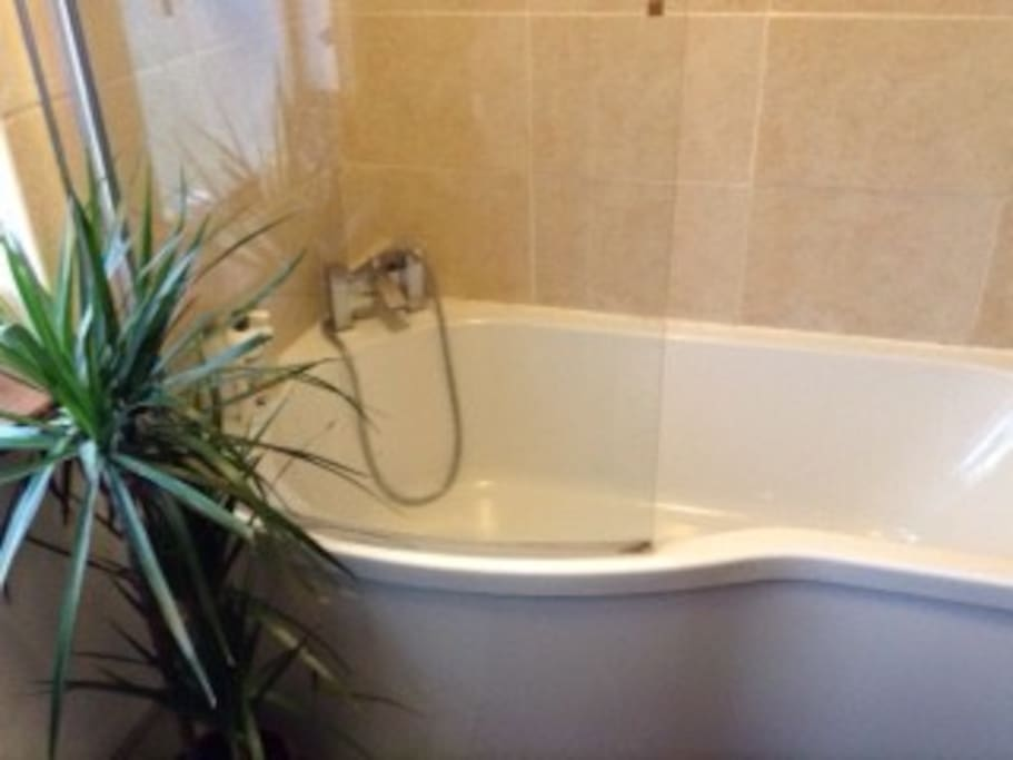 Bath/ screened shower