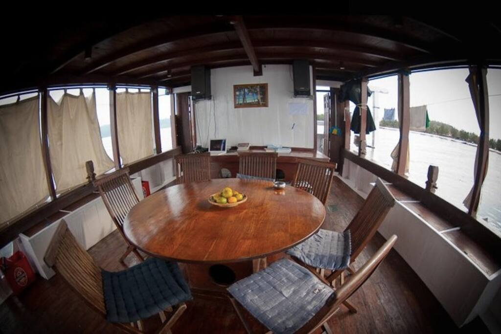 Pirate sailing yacht komodo bateaux louer komodo for Salle de bain komodo