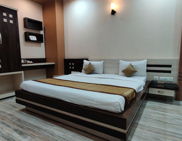 Luxery Rooms with Modern Amenities
