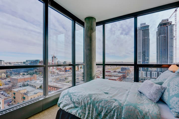 Amazing Penthouse in DT/BMO/STAMPDE