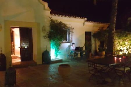 Casa El Aguila, 1001 nights - Mijas - Bed & Breakfast
