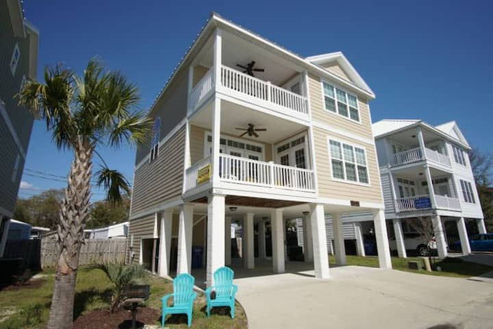 Caribbean Cove #520, 4 Bedroom Luxury Home in Myrtle Beach w/Game Room & Outdoor Swimming Pool
