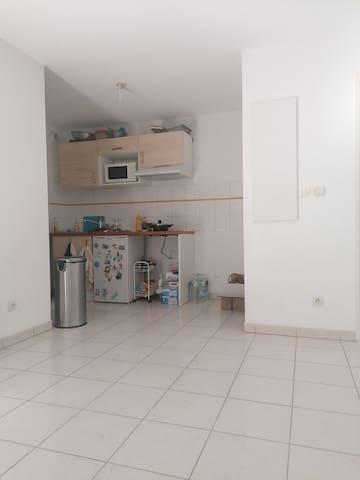 Appartement dans une résidence calme. Proche metro