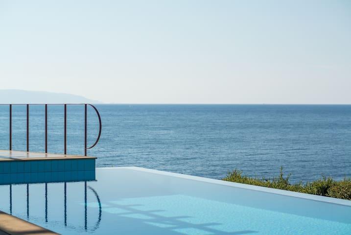 GRSTCEP301-1 Superior Overwater villa shared pool - Svoronata