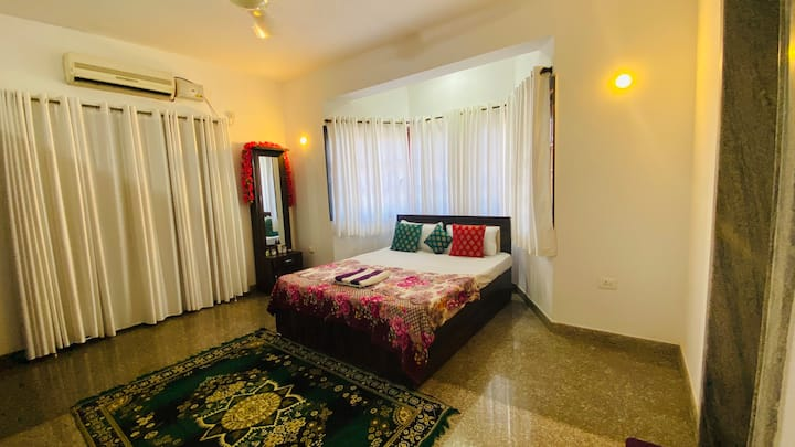 furnished private room with wifi and ac