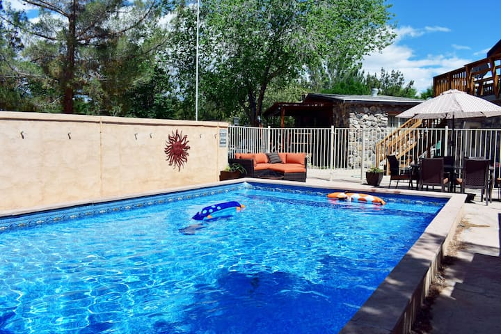Death Valley 3bd/2ba Family Home w/ Pool & Hot Tub