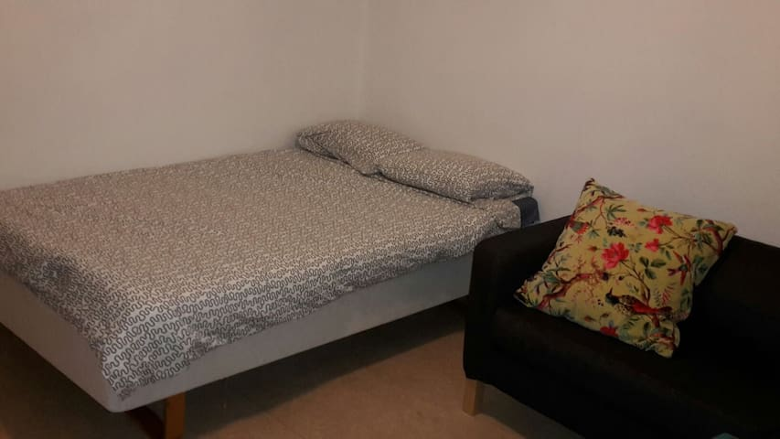 Comfortable room close 2 town - Stockholm - Apartment