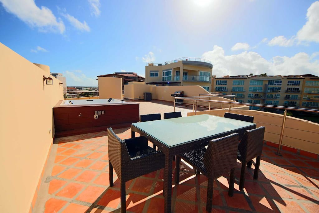 Outdoor 6-seat dining table on the rooftop