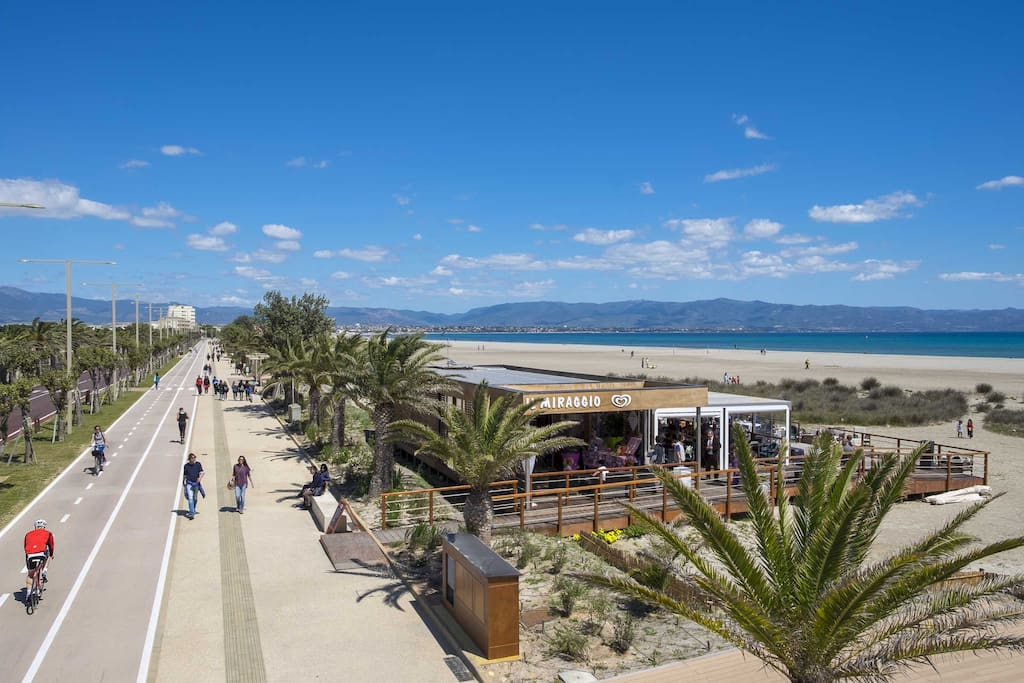 Poetto beach , 4 minutes by car or bus