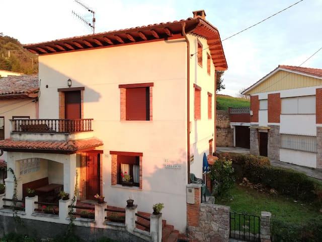 Casa rural en Niembro con vistas al mar y El Cuera
