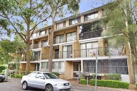 Clean, private bedroom and great city location! - Ultimo