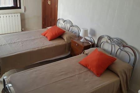 Habitación doble soleada  - Aspariegos