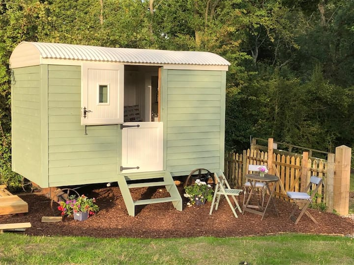 Charming Shepherd's Hut nr. Petersfield, Hampshire