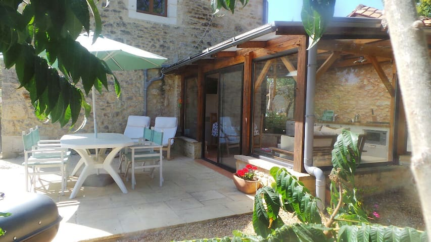 Chez Mondy with Jacuzzi & Swimming Pool - Varaignes - Chalupa
