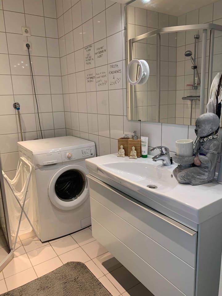 Bathroom with washingmachine
