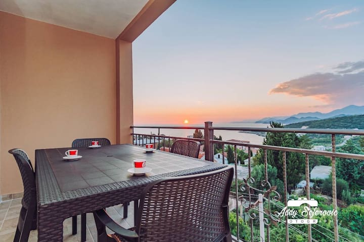 1bd Utjeha Apt w/ Breakfast & Sea View