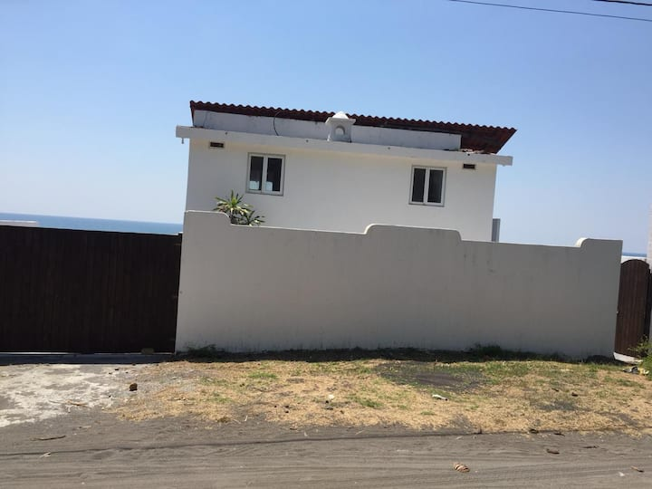 Villa Privada frente al mar, con piscina privada.