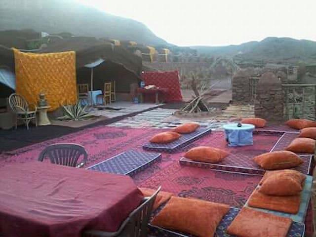 bivouac des aigles, oasis de Fint, Ouarzazate .