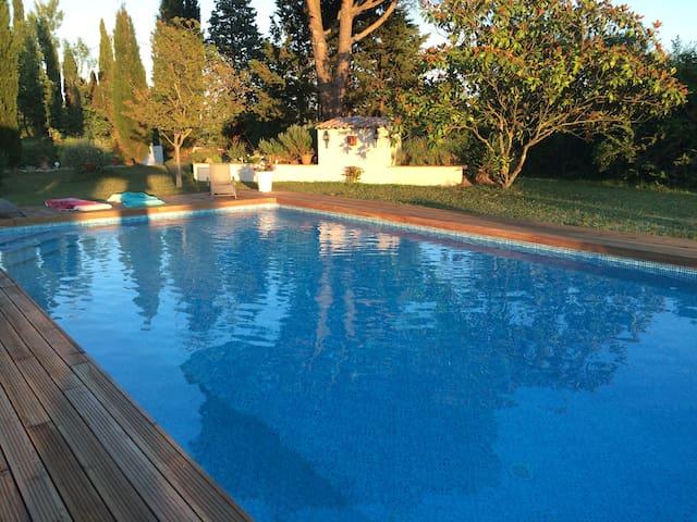 Grande maison avec piscine et tennis - Clermont-le-Fort - Dům