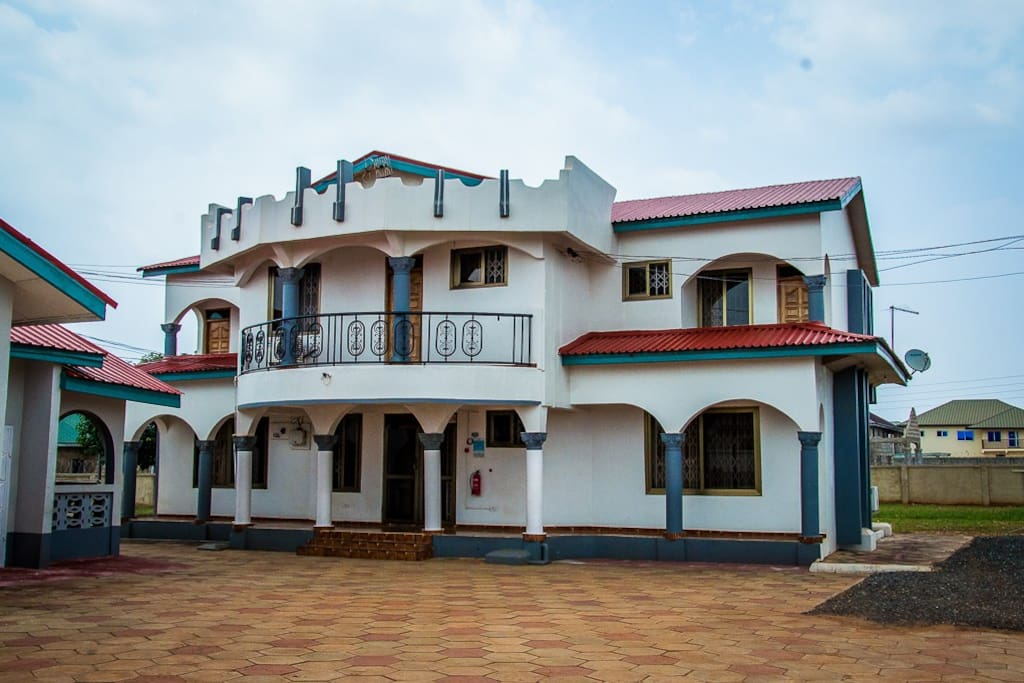 Malbert inn deluxe room with balcony b 201 chambres d 39 h tes louer tema greater accra ghana - Chambre d hote ruoms ...