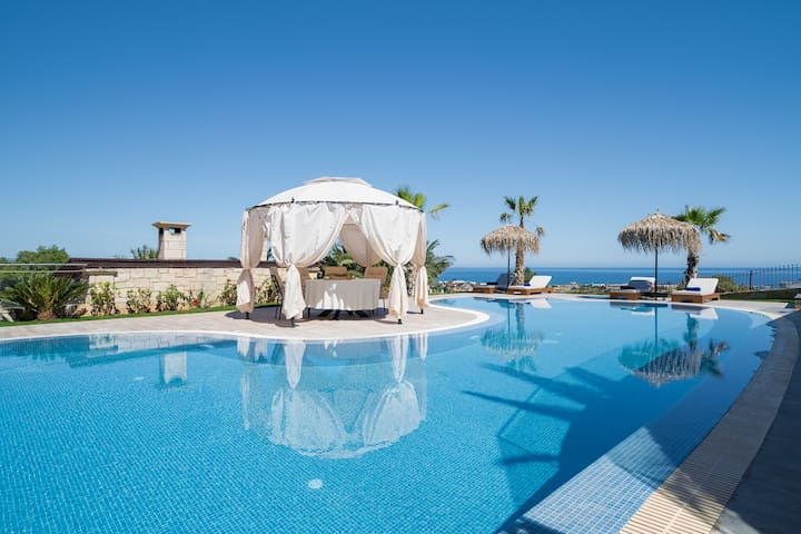 Majestic seaview villa with pool at Hersonissos