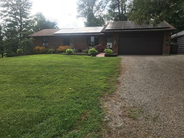 Country Home near Oxford, Oh & Miami (Allows pets)