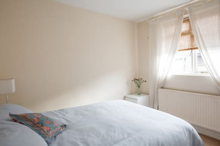 Double room 5 mins from Camden