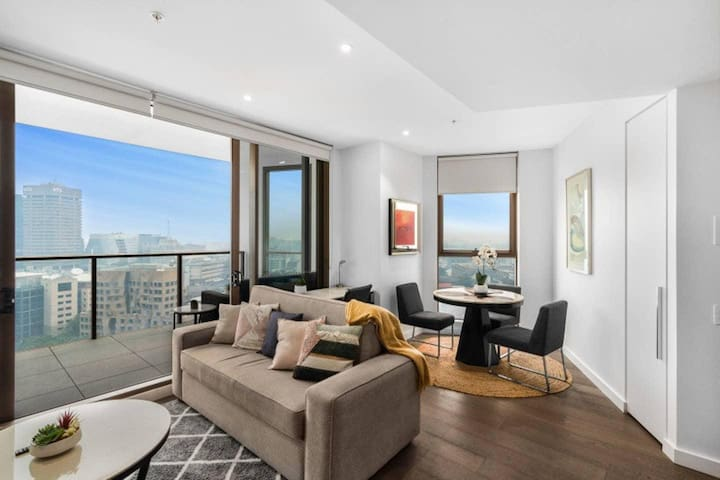 *SANITISED* Panoramic Views of Sydney Skyline/Darling Harbour