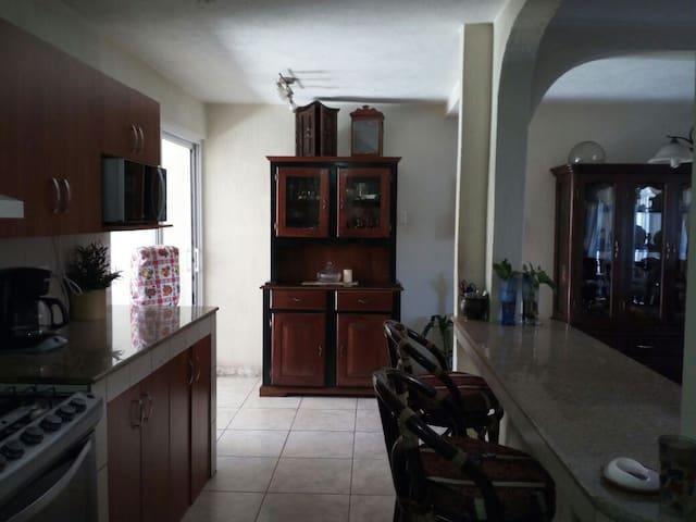 Habitación Equipada Cercana a Aeropuerto y Antigua - Guatemala - Huis