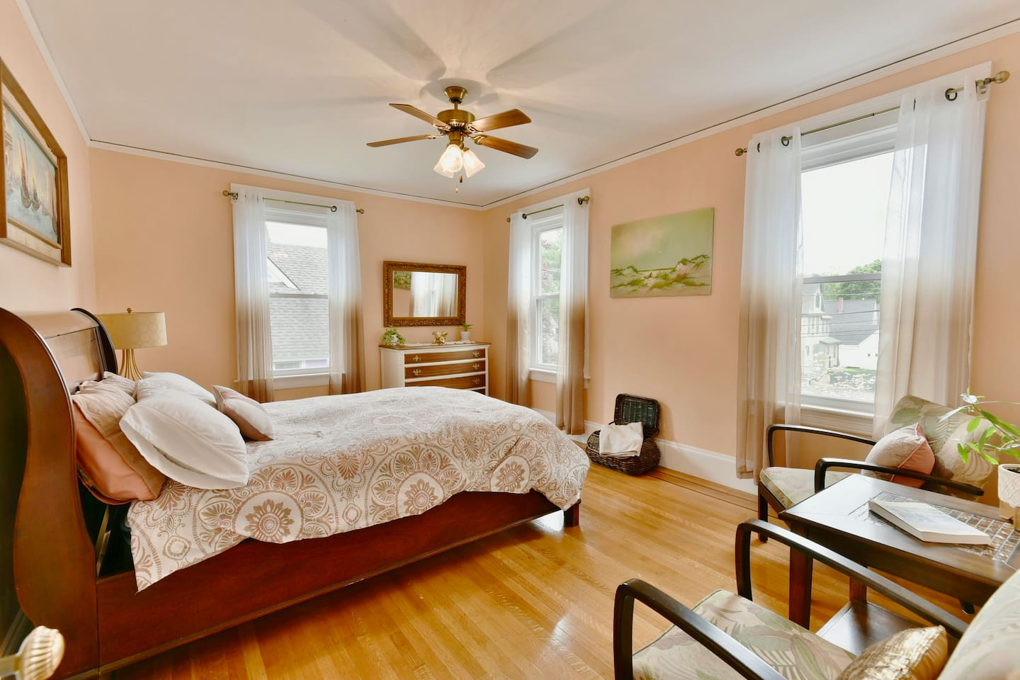 Spacious, sunny and fresh - The Peach Room. All original flooring, woodwork, walls and ceilings.  Convenient sitting/work area.