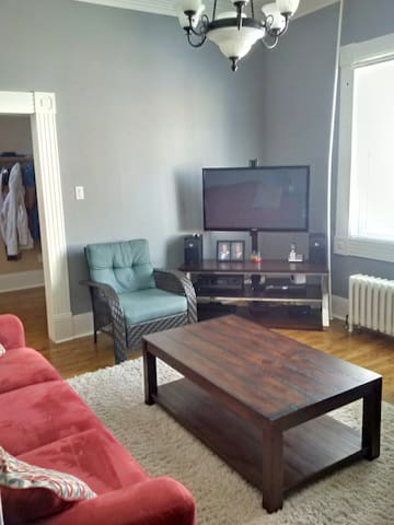 """Living room with 42"""" HD TV, Cable and AppleTV"""