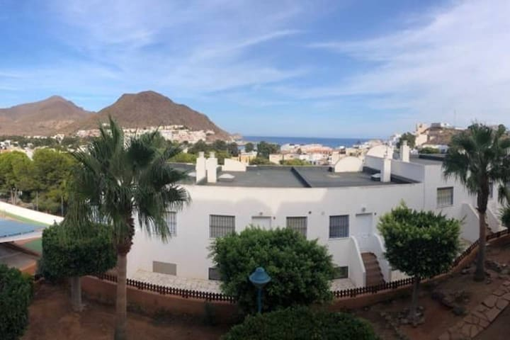 Apartamento con vistas  mar, piscina, parking